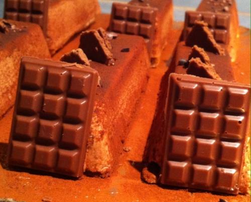 bûchette, noel, caramelia, valrhona, dacquoise, feuillantine praliné