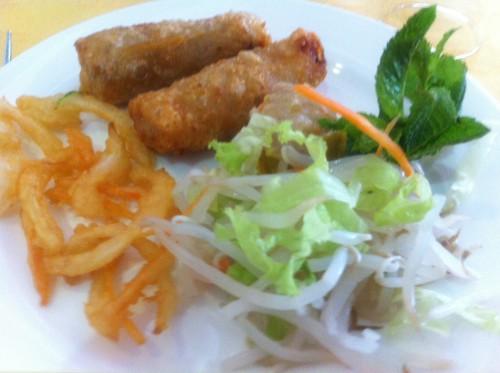 cuisine asiatique, laval, bonheurs d'asie, nem, nougat chinois, rouleau de printemps, canard laqué