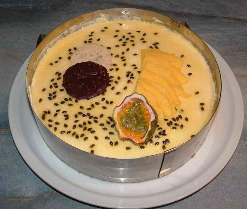 gâteau mousse fruits de la passion.jpg