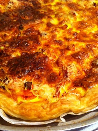 pâte feuilletée, carotte, dinde, poireau, emmental, lardons