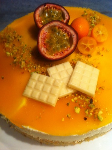 mercotte,entremets,dacquoise pistaches,mousse ivoire,chocolat blanc,coulis fruits de la passion,mangue