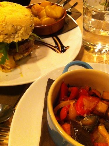 burger,by sainbioz,nantes,veggie,brownies,assiette gourmande