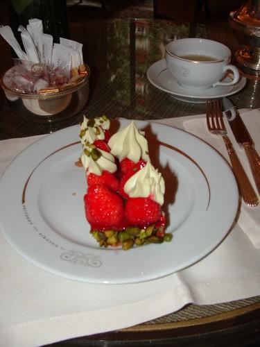 plaza athénée,christophe michalak,galerie des gobelins,religieuse au caramel beurre salé,thé mélange plaza,tarte fraises et pistaches