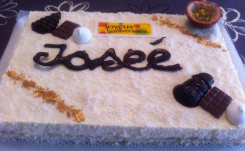 entremets, mousse fruits de la passion, dacquoise noix de coco, craquant chocolat blanc, chocolat