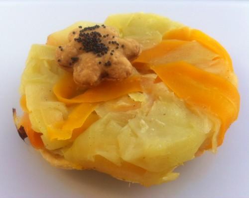 tarte tatin salée de légumes, carotte, courgette, pavot bleu, pâte feuilletée pur peur, curry