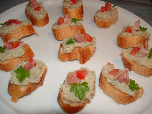 toast, caviar d'artichauts, jambon de Bayonne, tomate