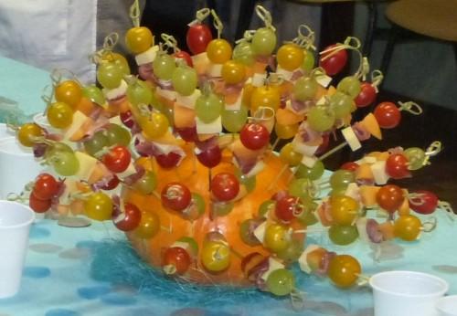brochettes apéritives,comté,melon,tomates cerise,jambon italien,jambon serrano,concombre,raisin