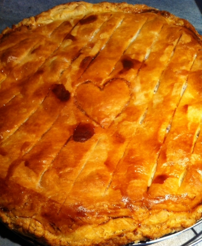 galette, pommes, poudre de noix, chocolat valrhona caramelia, pâte feuilletée
