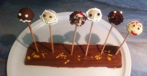 sucette,pop cake,chocolat blanc,chocolat praliné,socle en chocolat