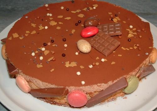 entremets, mousse jivara, valrhona, dacquoise aux amandes, feuilleté praliné, coques de macaron, chocolat Valhrona