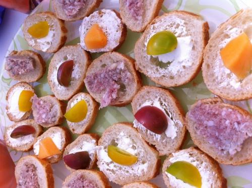 toasts, baguette, saint-môret, melon, tomate cerise