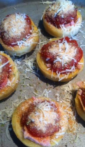 fonds d'artichaut, sauce tomate, basilic, chapelure, emmental râpé, rôti