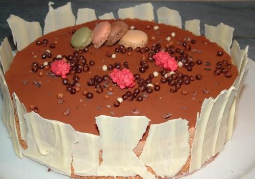 entremets, dacquoise amandes, mousse valrhona caramelia, chocolat ivoire