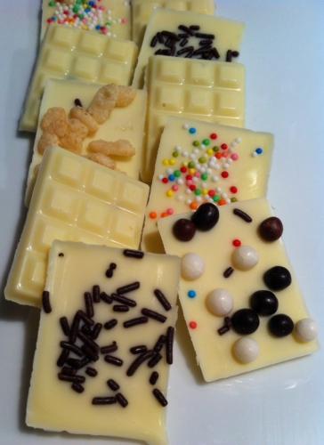 mendiants,chocolat blanc,ivoire,jivara,valrhona,mini-marshmallow,chamallow,billes croustillantes,m&ms