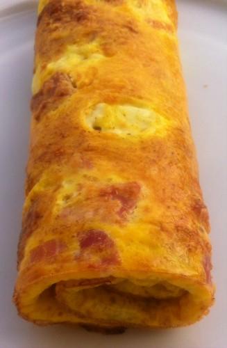 omelette roulée, jambon, oeuf, emmental, mozzarella, basilic, origan