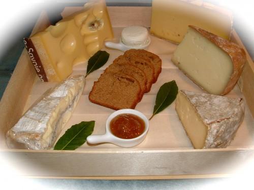 plateau de fromages, fromagerie Balé, pain d'épices, confiture de figues, roves des garrigues, comté, emmental, napoléon