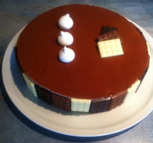 entremets, mousse caramelia, dacquoise noisette, feuilleté praliné, pralinoise, tablette, meringues