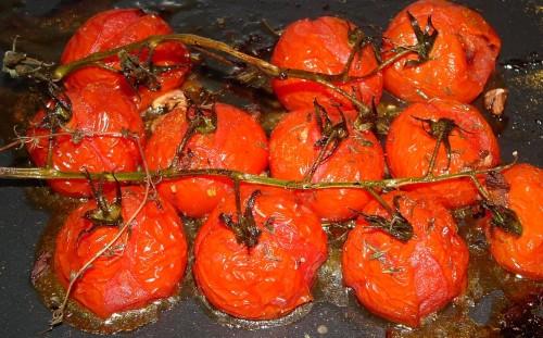 tomates cerise, thym, ail, huile d'olive, piment, tabasco