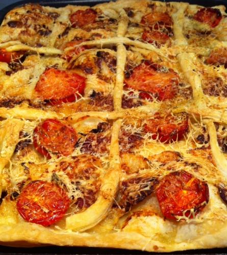 pâte feuilletée, magret de canard, poire, emmental, tomate