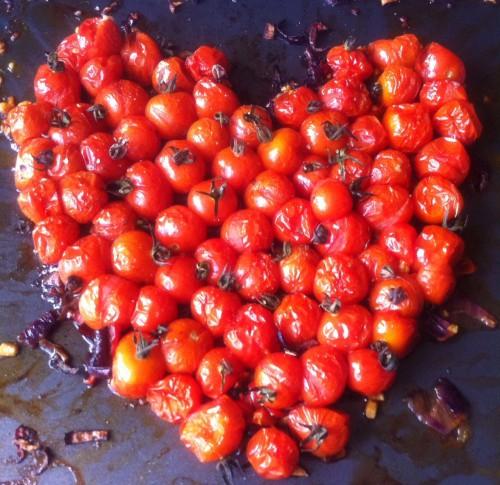 tomate cerise,tomates cerise rôties,oignon rouge,poivron rouge,vinaigre balsamique,sel de céleri,poivre,herbes de provence,huile d'olive