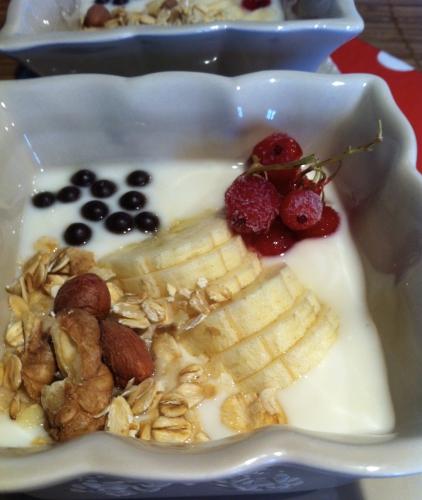 gouter, dessert, bowl, mini bowl, banane, chocolat, yaourt, miel, groseille