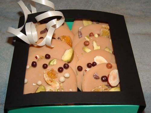chocolat, dulcey valrhona, pistache de sicile, noisette, kumquat confit
