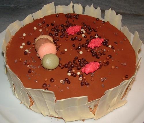 entremets,dacquoise amandes,mousse valrhona caramelia,chocolat ivoire