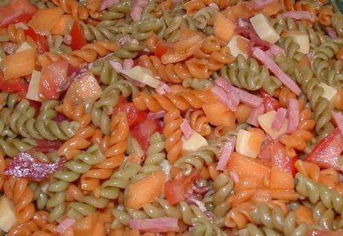 salade composée, salade pâtes, melon, coppa, jambon, comté, tomates, tabasco, sel