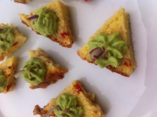 cake, thon, parmesan, fromage blanc, crème d'avocat, oignon rouge, graines de lin