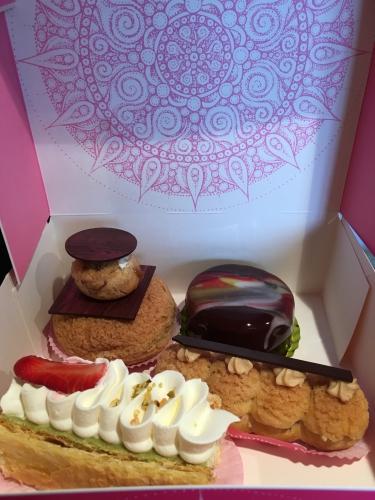 dessert, entremets, mayenne, ernee, patissier, brilhault, éclair, religieuse, millefeuille, fraise, pistache, trois chocolats