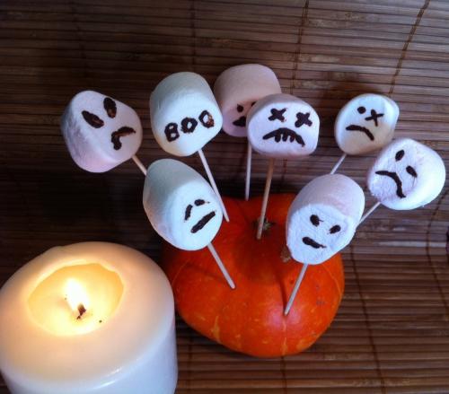 Halloween, fantômes, chamallow, chocolat