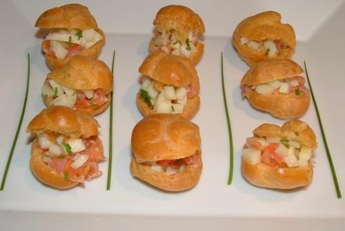 choux salés, chouquettes, saumon, pommes granny smith, ciboulette
